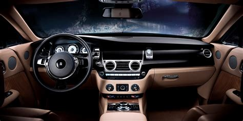 Rolls-Royce, The Luxury Car Which is Equivalent To A Yacht