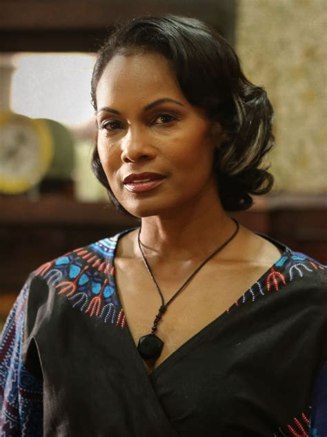 Robinne Lee (Bea Hastings) – Cast   Superstition   SYFY