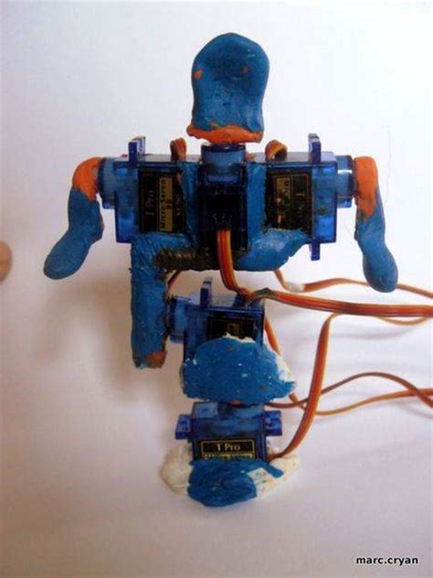 Sugru + Servos = Robot using arduino -Use Arduino for Projects